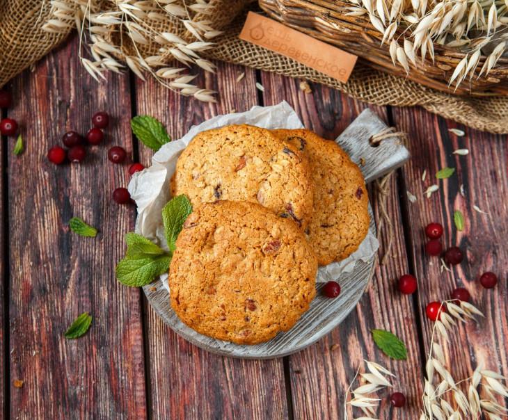 Печенье овсяное с миндалем и клюквой