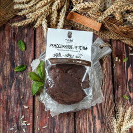 Печенье шоколадное с вишней