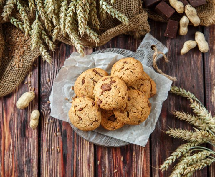 Печенье цельнозерновое с соленым арахисом и молочным шоколадом