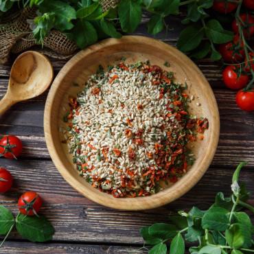 Рис бурый с томатами и базиликом