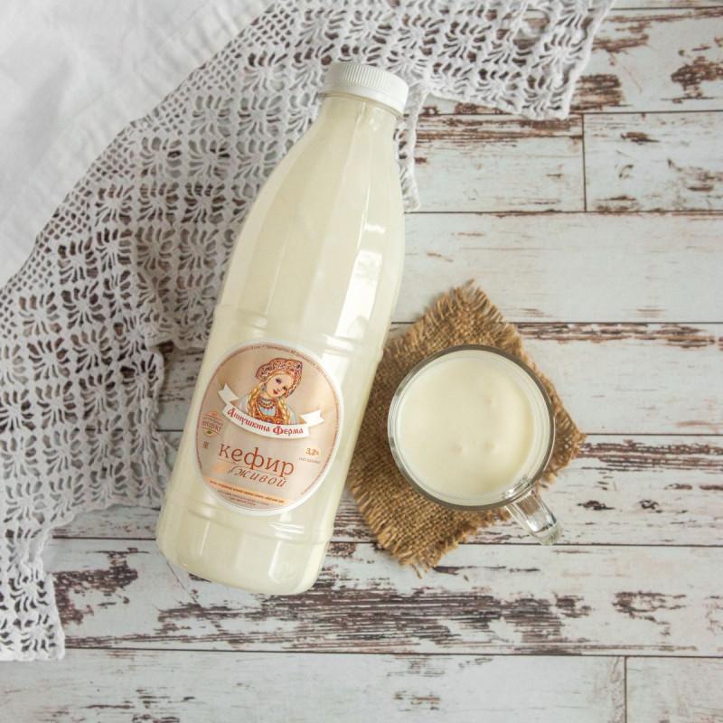 Кефир живой 3,2 % с Аннушкиной фермыНатуральный кефир, приготовлен из цельного пастеризованного молока коров швицкой породы. <br>Приготовлен на тибетском грибке, отличается небольшой кислинкой и неоднородной консистенцией.<br><br>Вес литр: 1