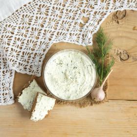 Крем творожный с чесноком и зеленью