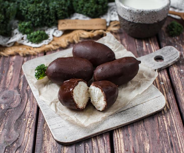 Десерт в темном шоколаде