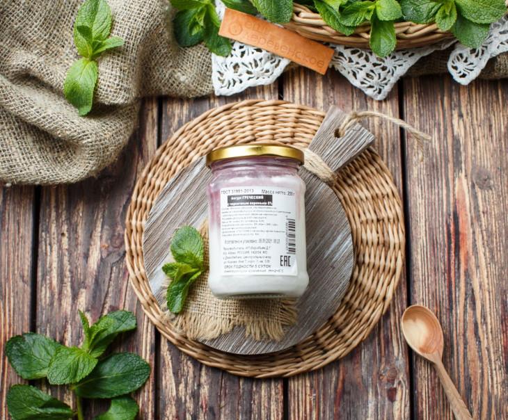 Йогурт греческий 5% с черничным вареньем