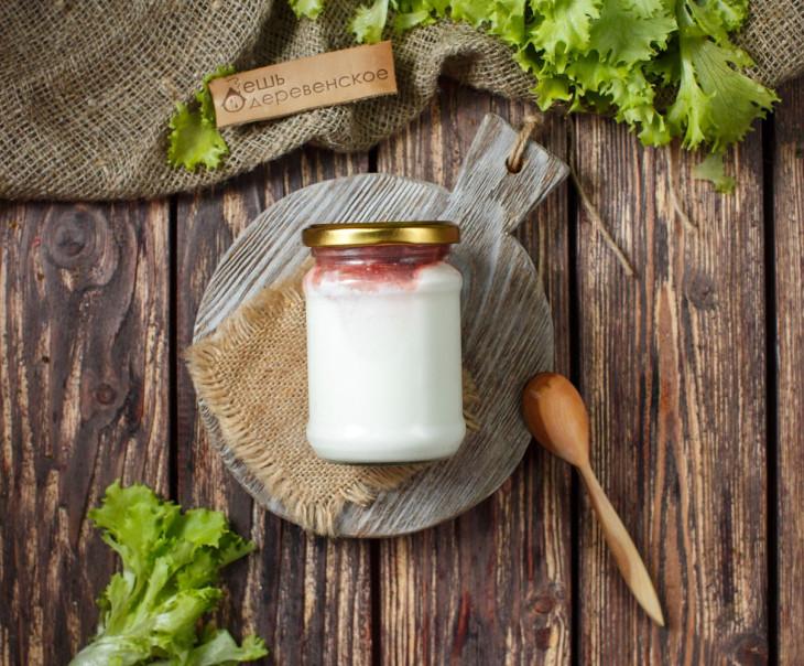 Йогурт греческий 5% с клубничным вареньем
