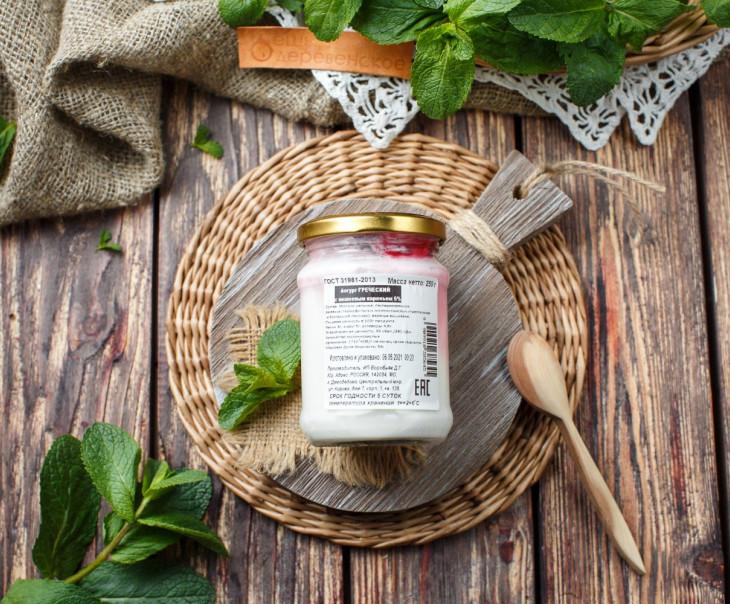 Йогурт греческий 5% с вишневым вареньем