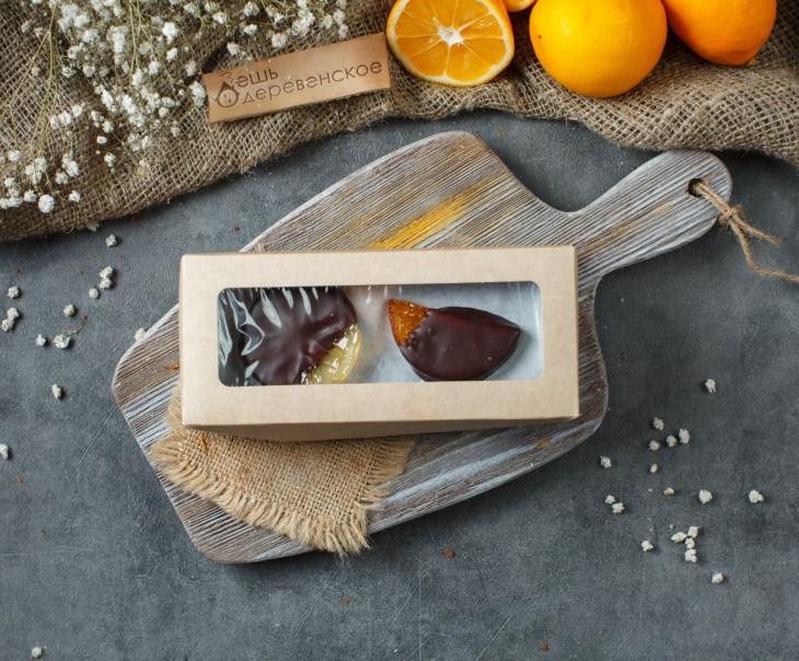 Ассорти фруктов в ремесленном шоколаде