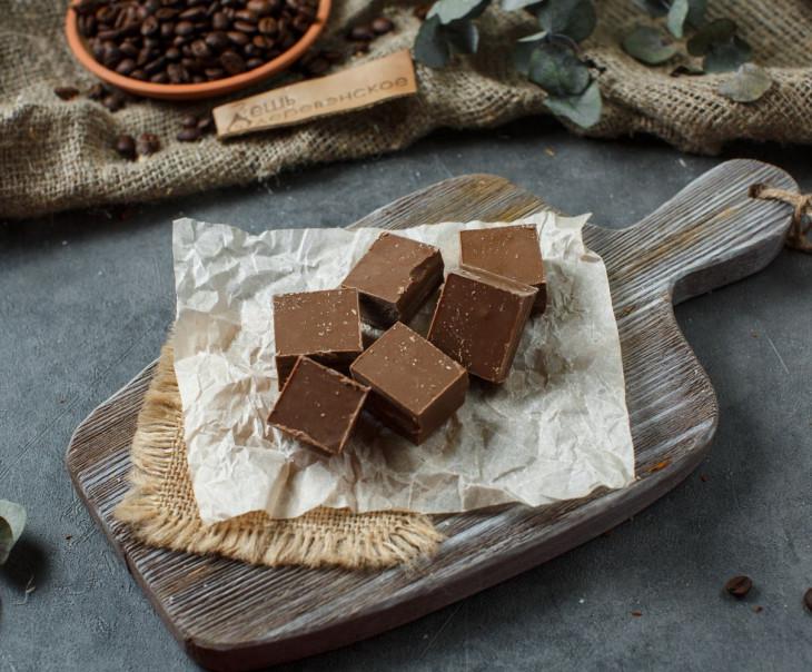 Шоколад кусковой белый кофейный, 33%