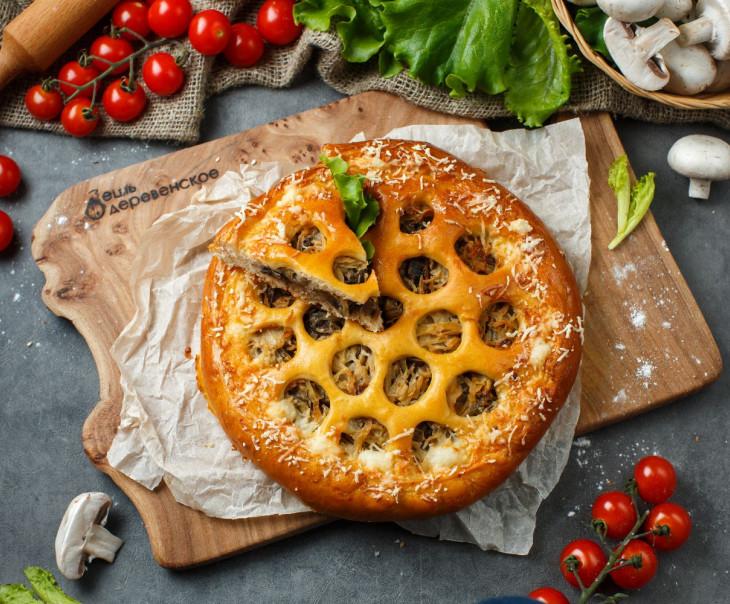 Пирог с капустой, отварной говядиной и грибами