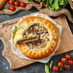 Пирог с картофелем, грибами и отварной говядиной
