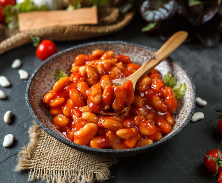 Фасоль белая консервированная в томатном соусе