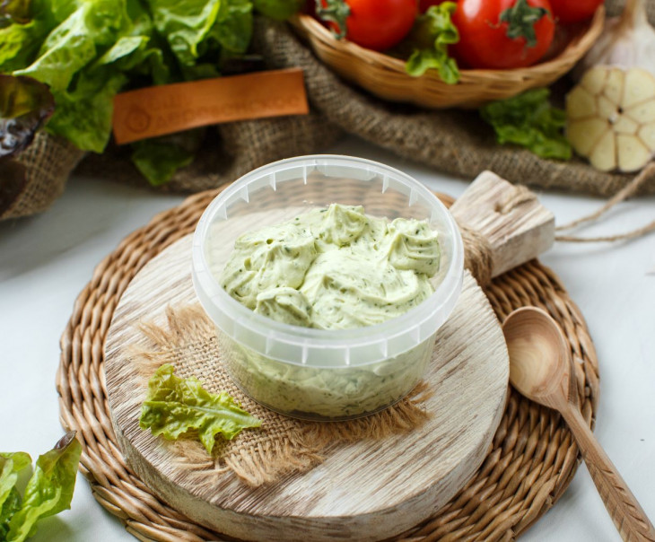 Масло с зеленью 62%.