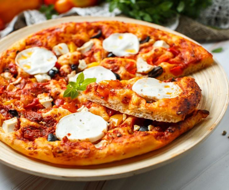 Пицца веганская с тофу и моцареллой