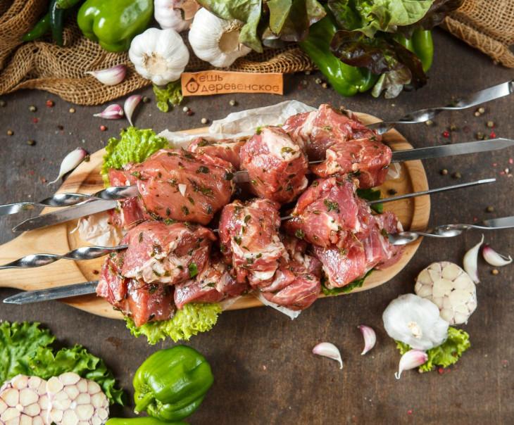 Шашлык из свиной шейки в чесночном маринаде