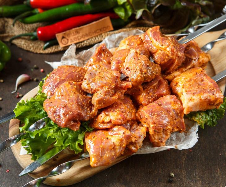 Шашлык из свиной шейки в горчично-медовом маринаде