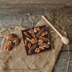 Шоколад ремесленный горький с инжиром и грецким орехом