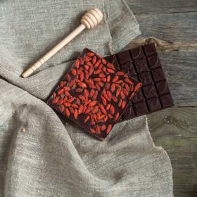 Шоколад ремесленный горький 72% с ягодой годжи
