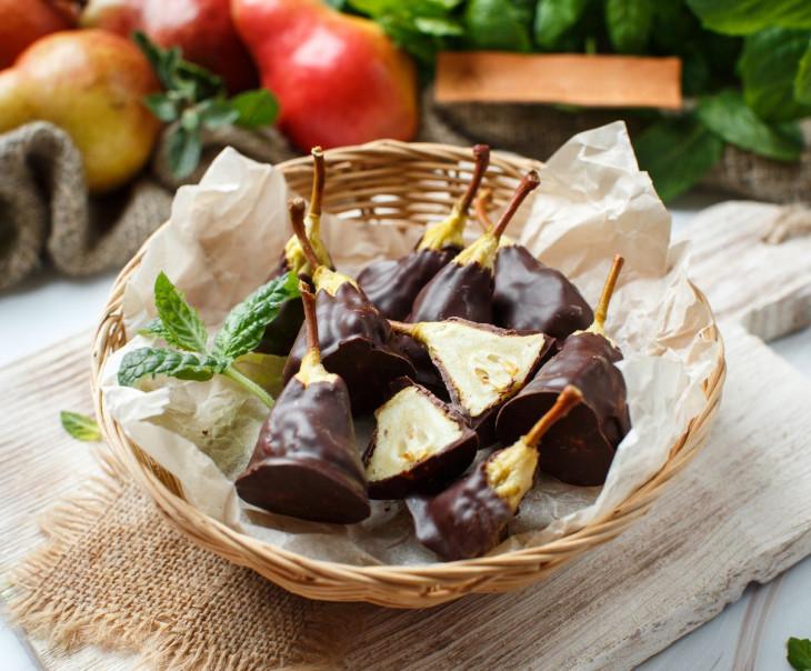 Груша сушеная в горьком ремесленном шоколаде