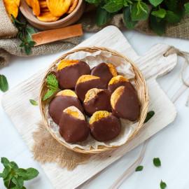 Сушеный персик в молочном ремесленном шоколаде