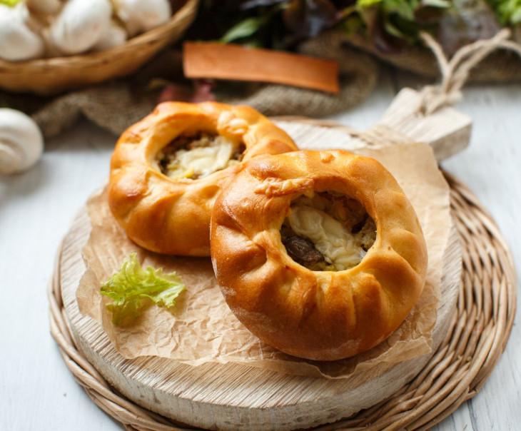 Пирожки с картошкой, грибами и говядиной
