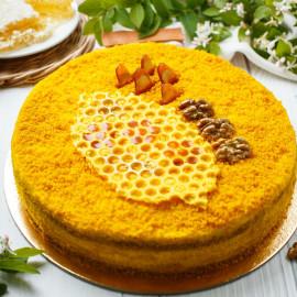 Торт Медовик с черносливом и грецкими орехами