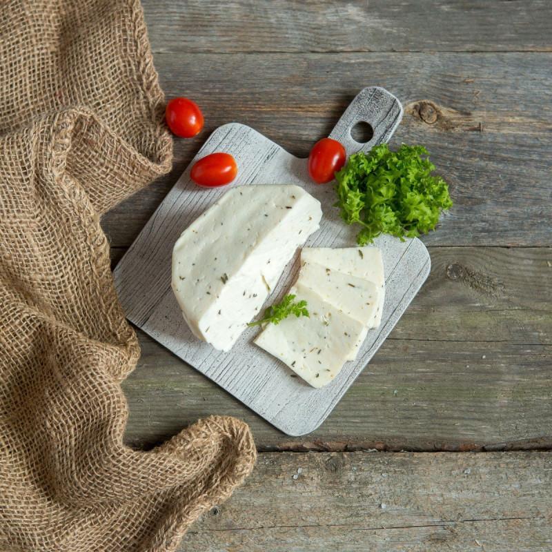Сыр Качотта молодая с прованскими травамиКачотта (Caciotta) - один из самых распространенных итальянских сыров. Его делают почти во всех хозяйствах центральной Италии. Это очень простой сыр, который можно есть сразу же свежим или выдержать до двух месяцев. И в каждый момент этого времени он будет по своему хорош. Это полумягкий сыр с нежной пластичной текстурой.<br><br>Вес г.: 250