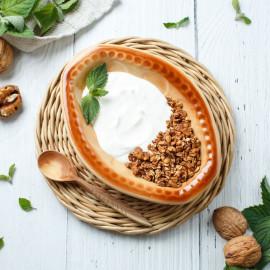 Гранола с йогуртом и орехами