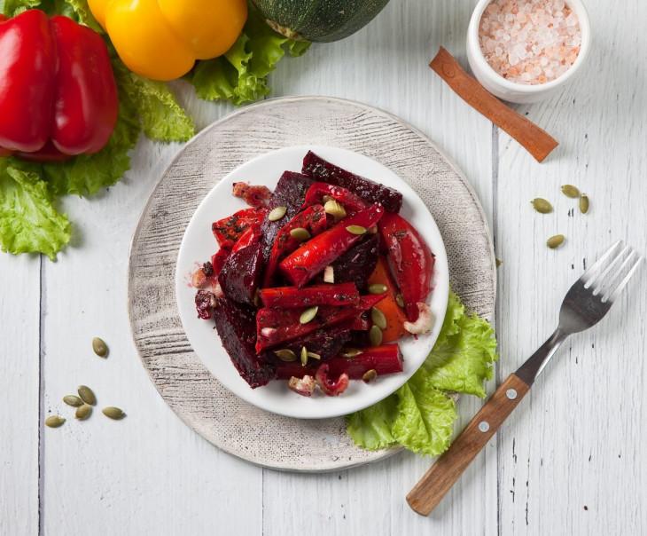 Салат из пряно-печеных овощей