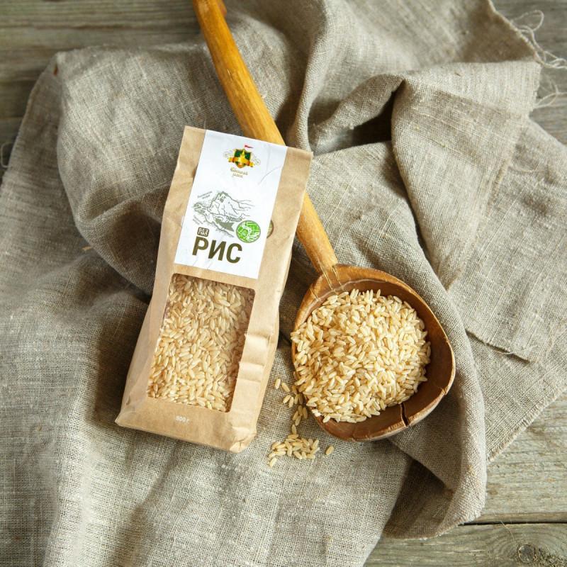Рис бурый нешлифованныйКубанский органический рис. Имеет европейский знак Евролисток, выданный итальянским сертификационным органом ICEA.  Рис с удлиненными зернами среднего размера. Согласно протоколу испытаний риса, содержание пестицидов в нем в 1000 раз ниже предельной нормы установленной ГОСТом. Рис соответствует требованиям российского ГОСТ 6292-93, который распространяется на рисовую крупу, предназначенную для пищевых целей и производства продуктов детского питания.<br><br>Вес г.: 500