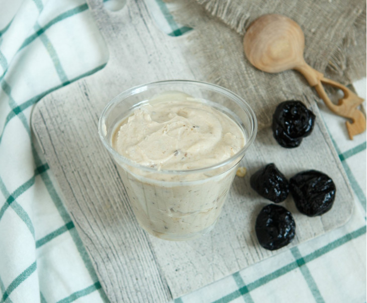 Йогурт с черносливом и орехом 4%