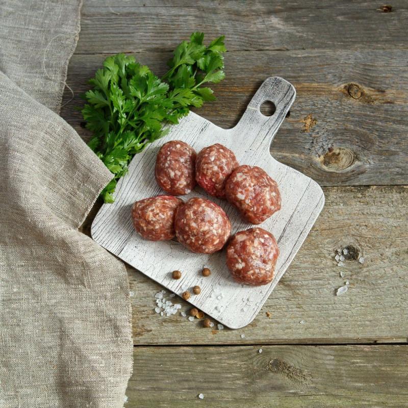 Фрикадельки из молодой говядиныФрикадельки — блюдо, представляющее собой шарики из мясного фарша. Изготовлены из мякоти фермерского бычка. Количество шариков в упаковке может разниться от 10 до 20 шт.<br><br>Вес г.: 500